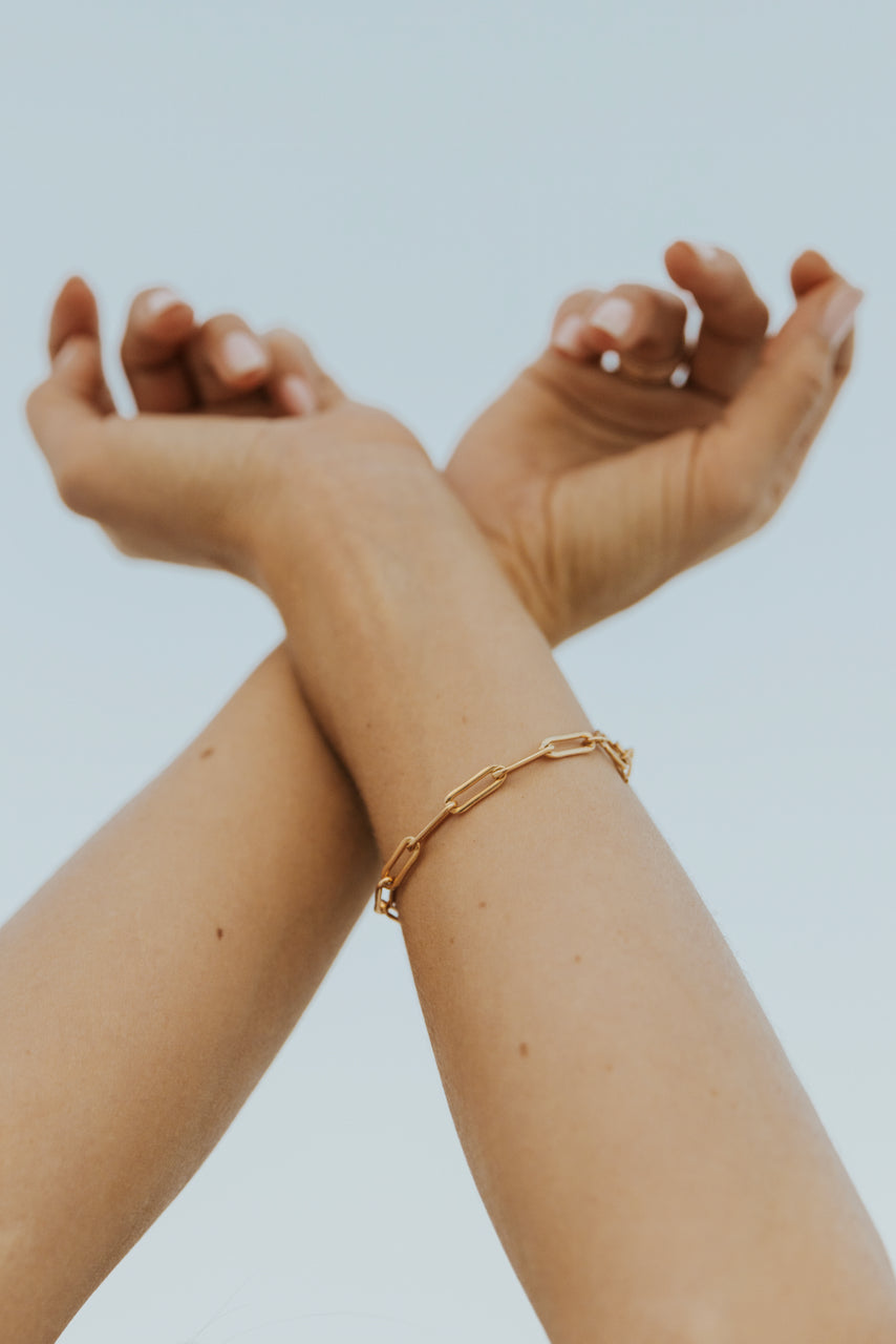 Gold minimal jewelry | ROOLEE