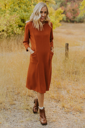 Cute dresses for fall for moms | ROOLEE