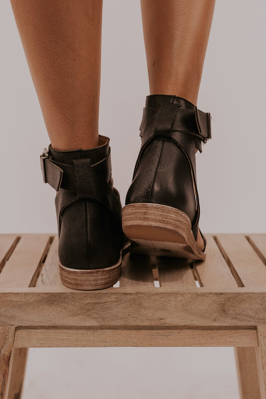 Black chunky sandals | ROOLEE