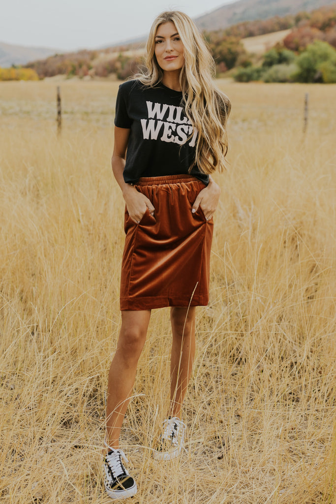 Casual graphic tee outfits | ROOLEE