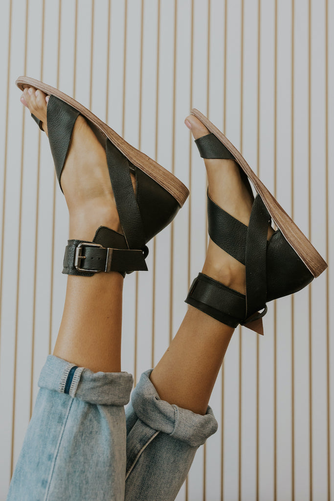 How to style sandals for spring | ROOLEE