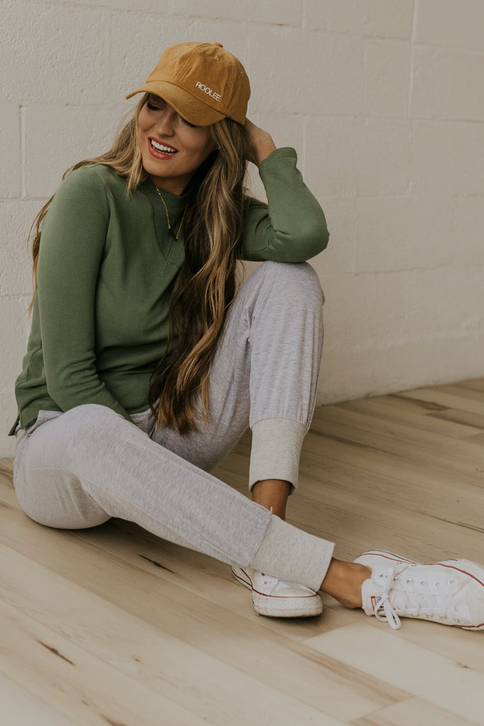 Cozy loungewear for new moms | ROOLEE