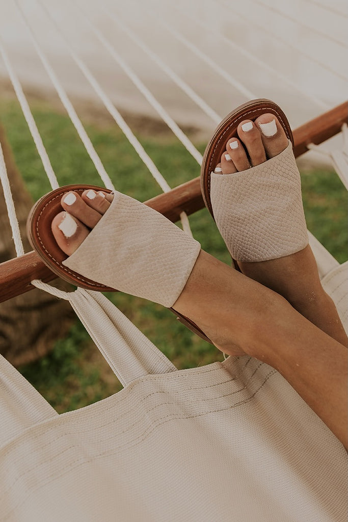 Cute simple sandals for the beach | ROOLEE