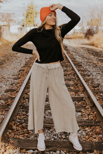 Simple black turtleneck tops | ROOLEE