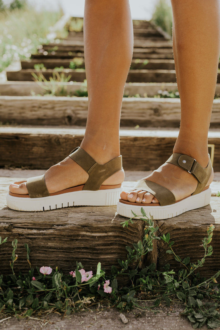 Green strap sandals for hiking | ROOLEE