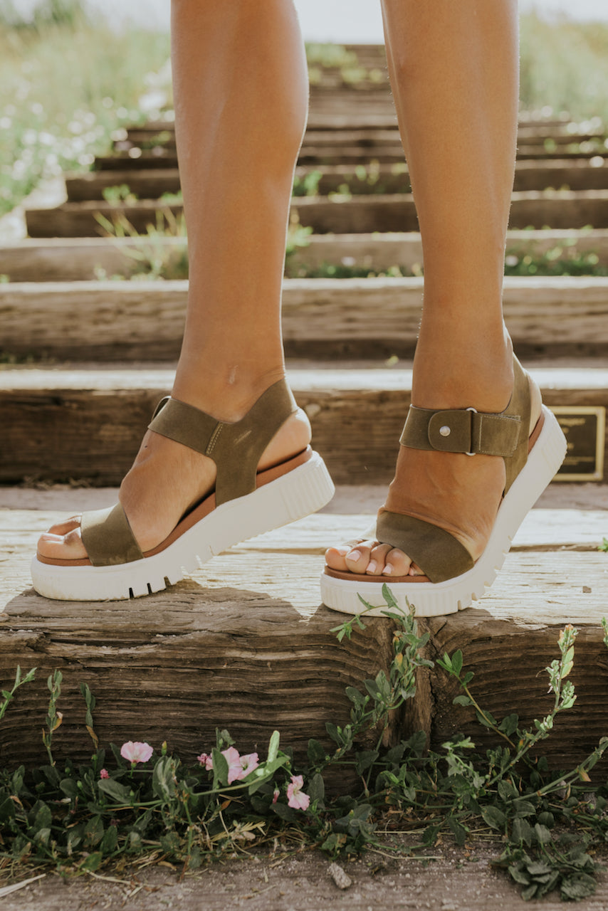 Black comfy platform sandals | ROOLEE