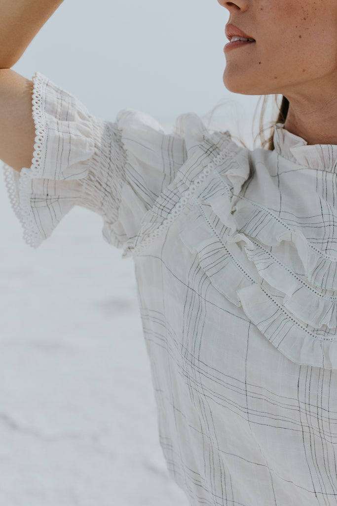White plaid high neck layering tops | ROOLEE