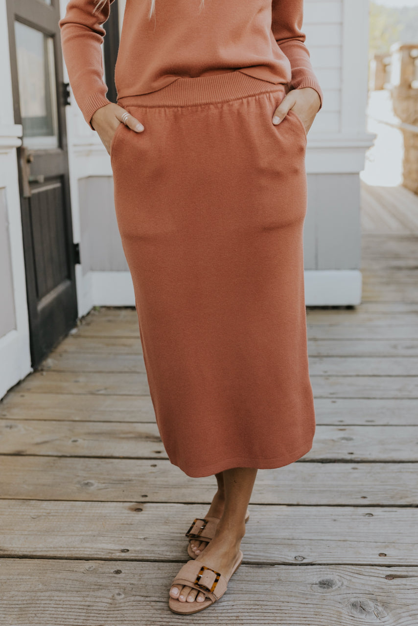 Knitted Midi Skirt with Pockets | ROOLEE