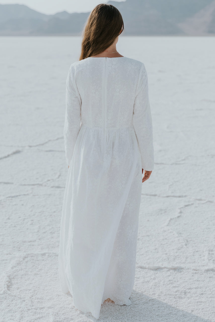 White long sleeve simple dress | ROOLEE