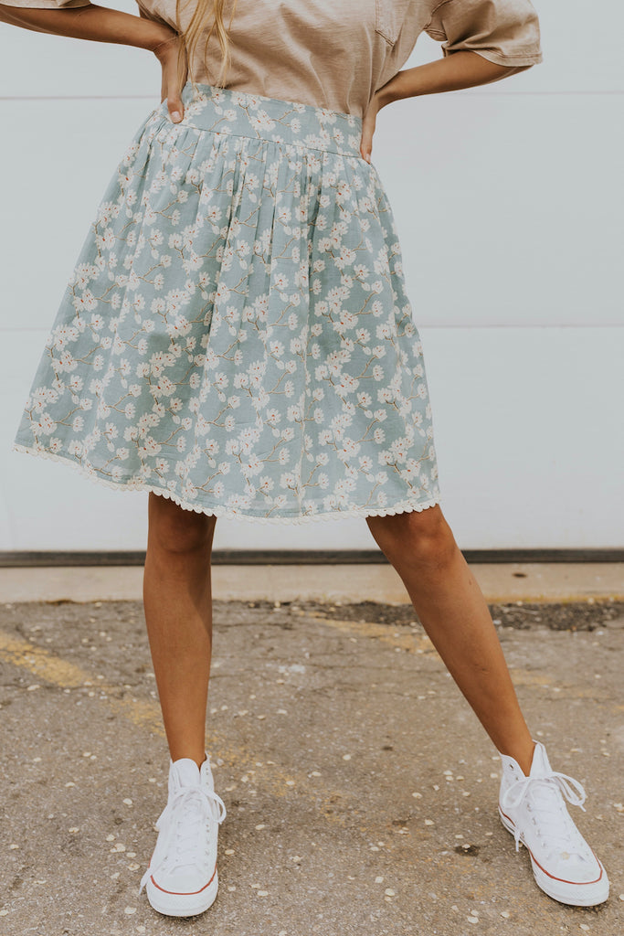 Light blue floral skirt | ROOLEE