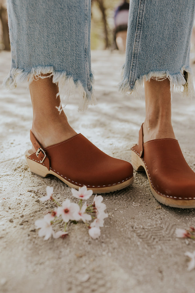 Brown clogs for women | ROOLEE