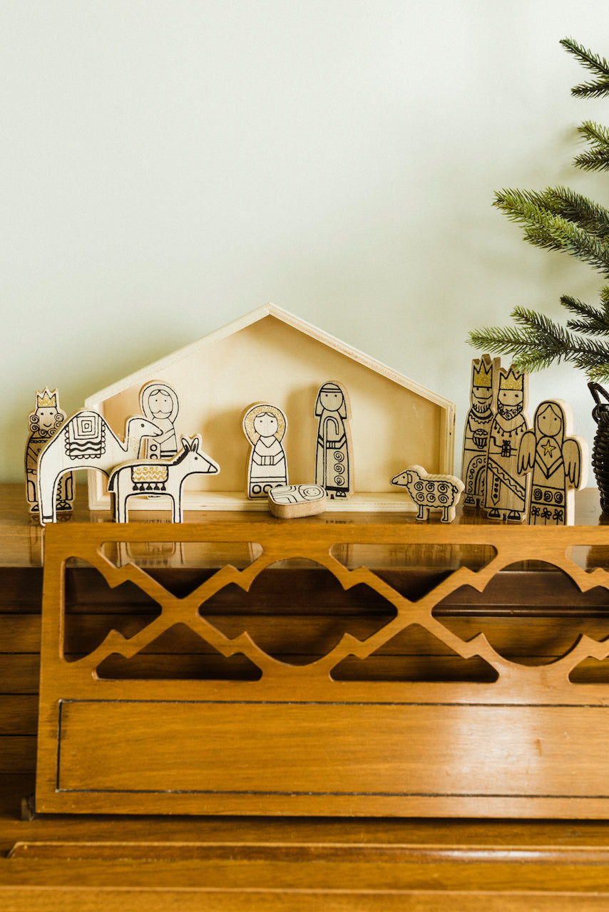 Wooden nativity | ROOLEE