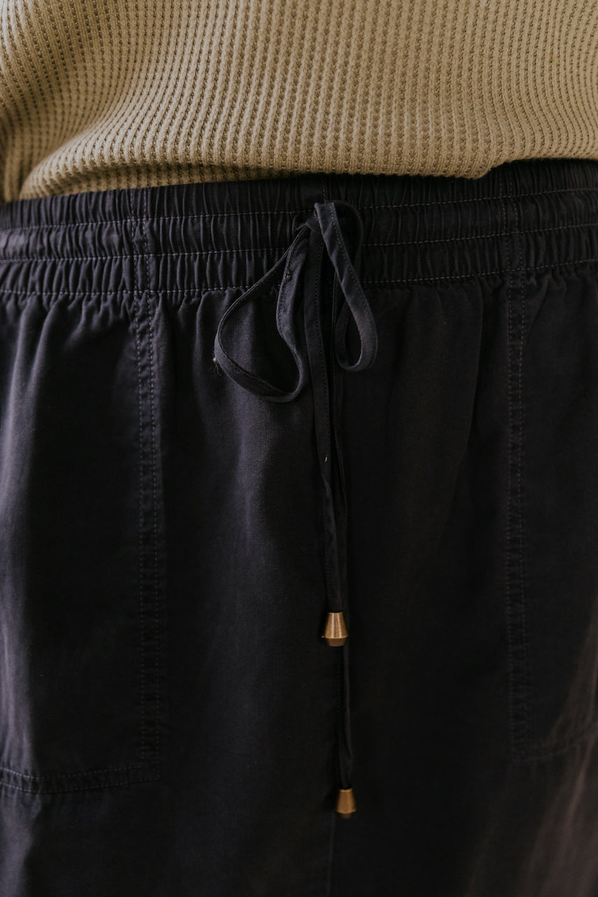 Charcoal Skirt with an elastic waistband | ROOLEE