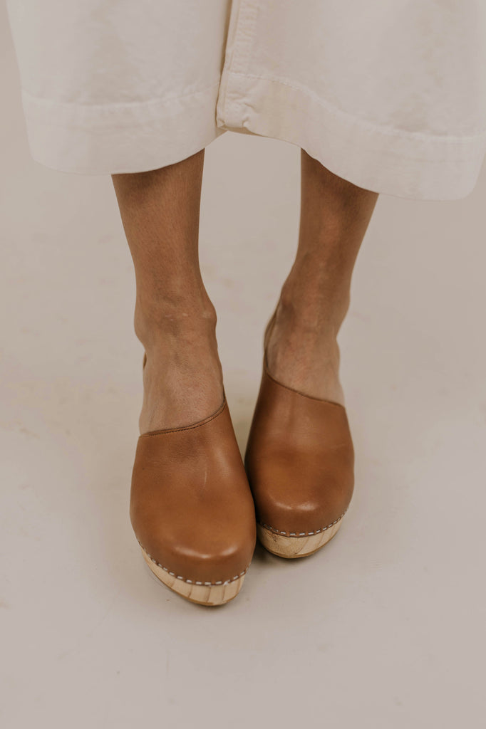 Free People Clog Outfit Ideas | ROOLEE