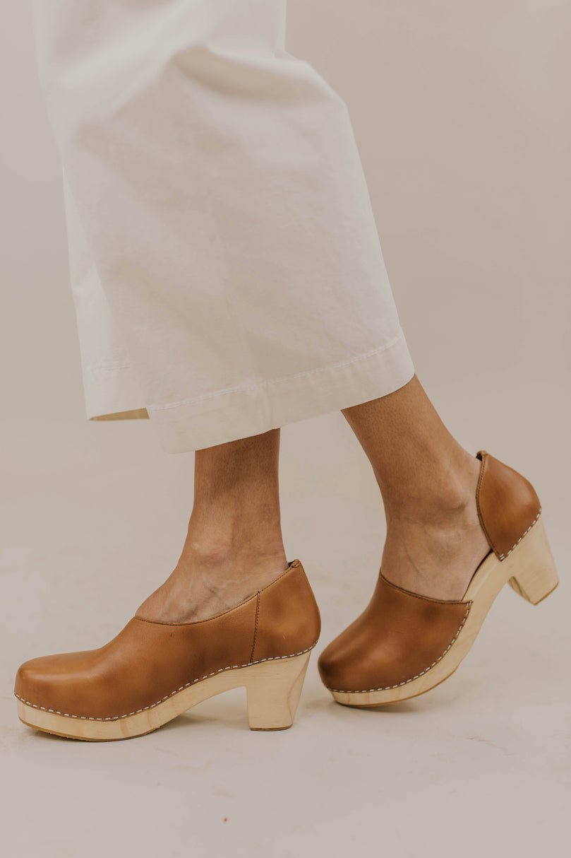 Slip On Clog Outfit Ideas | ROOLEE