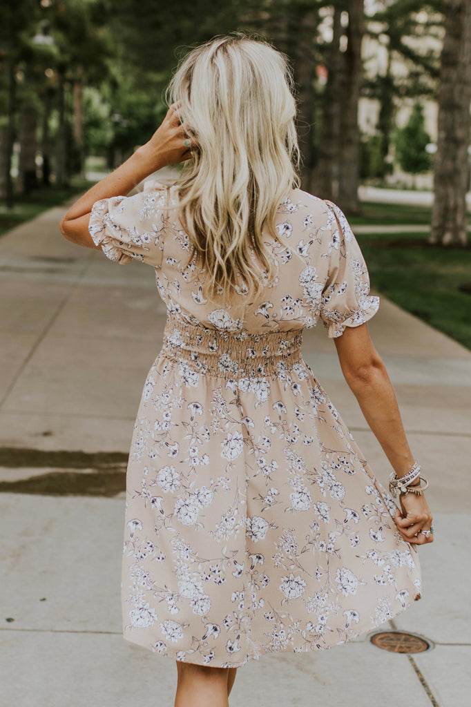 Detailed Floral Short Sleeve Dress in Tan | ROOLEE