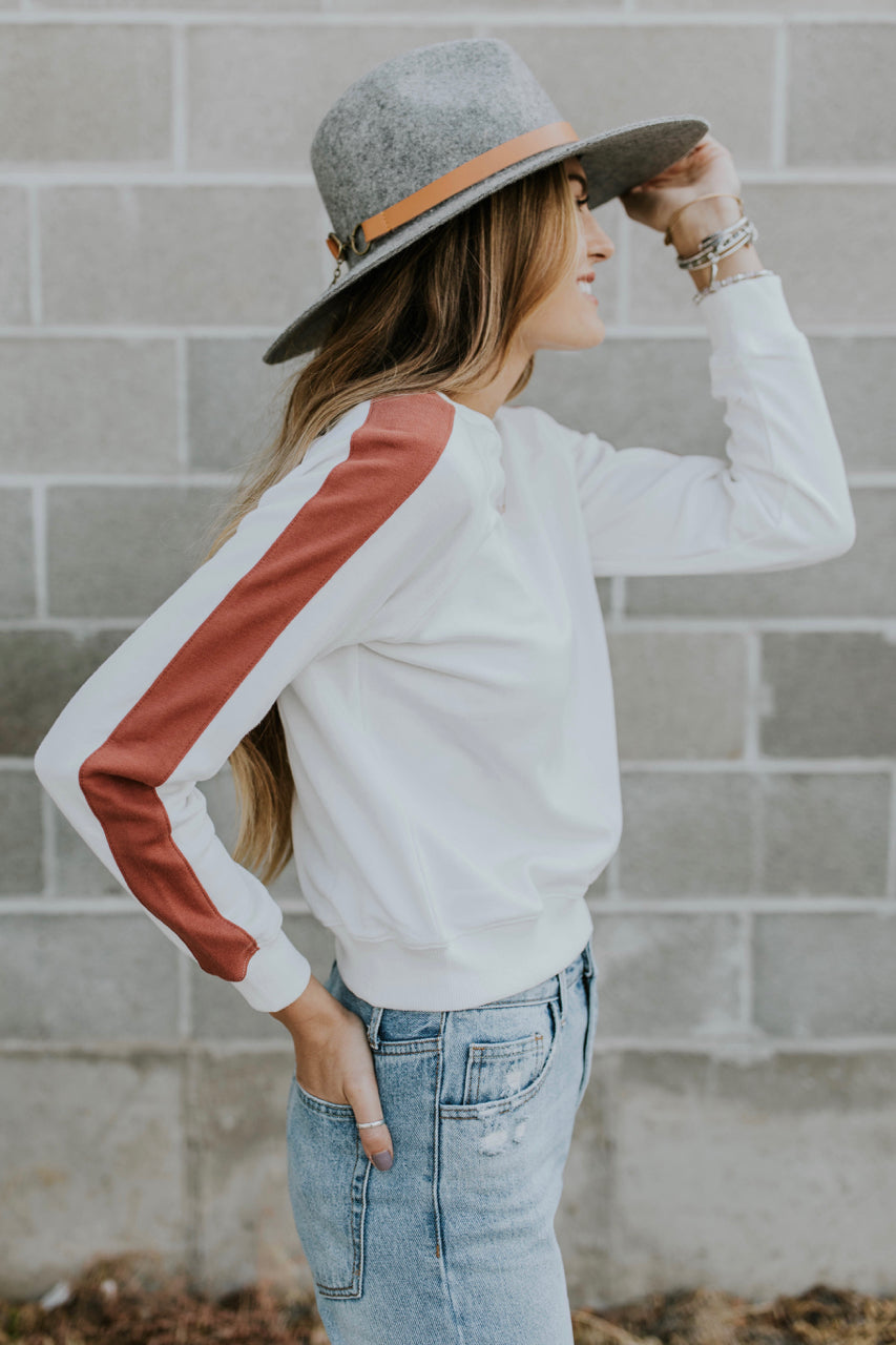 Autumn Long Sleeve Top Outfit Ideas For Women | ROOLEE