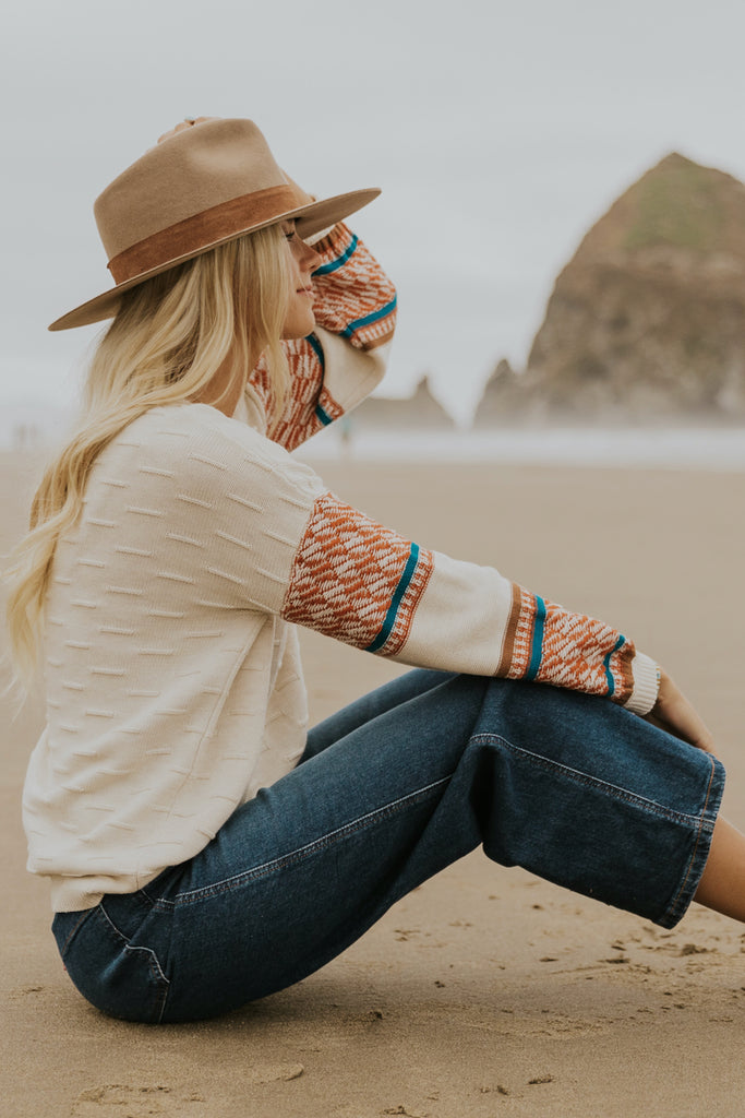 Cute sweater and denim outfits | ROOLEE