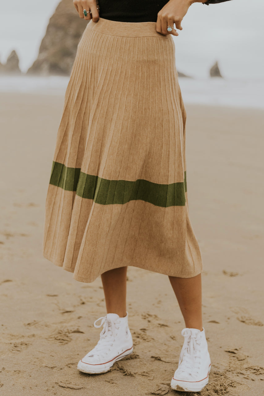Simple tan skirts for fall | ROOLEE