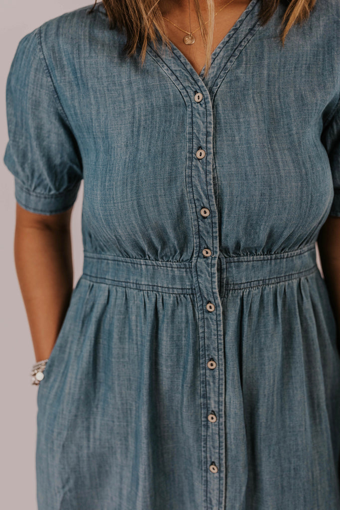 Cute Spring 2019 Denim Dress Outfit Ideas | ROOLEE