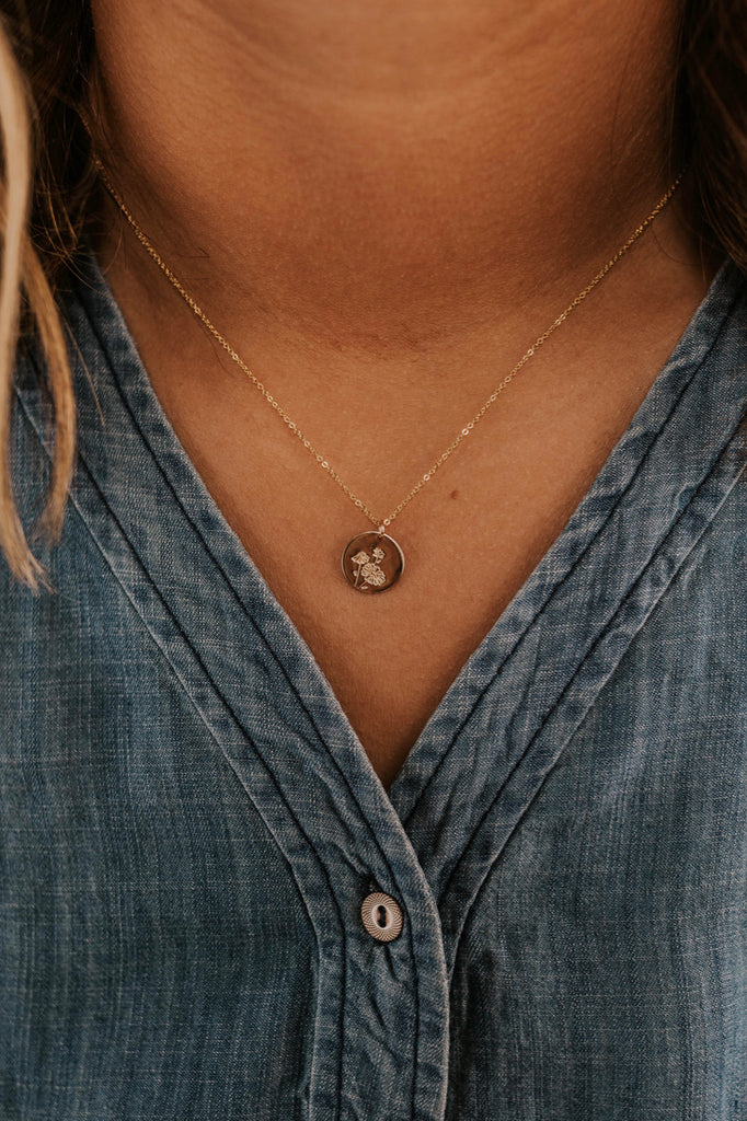 Purity Gold Daisy Necklace | ROOLEE