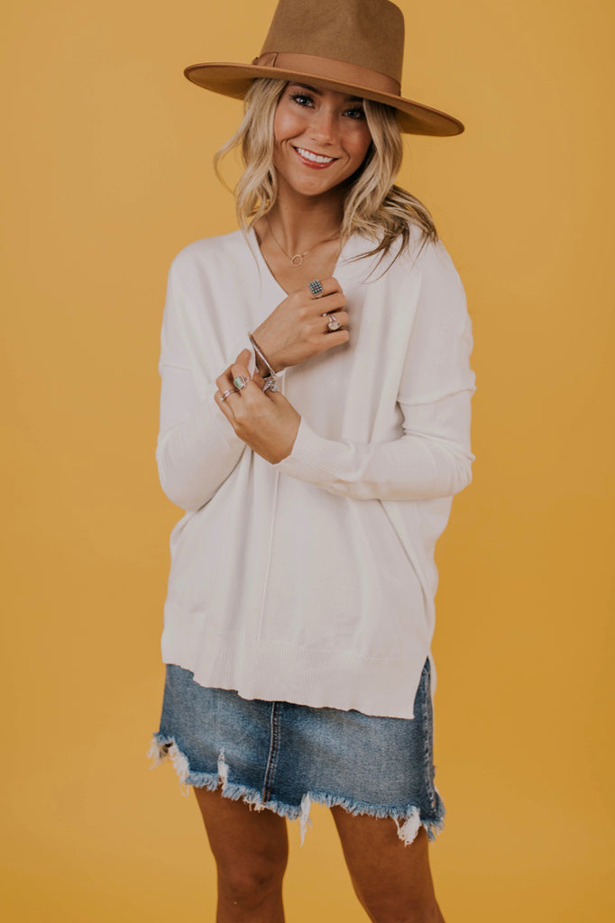 Detail Classic White Sweater | ROOLEE