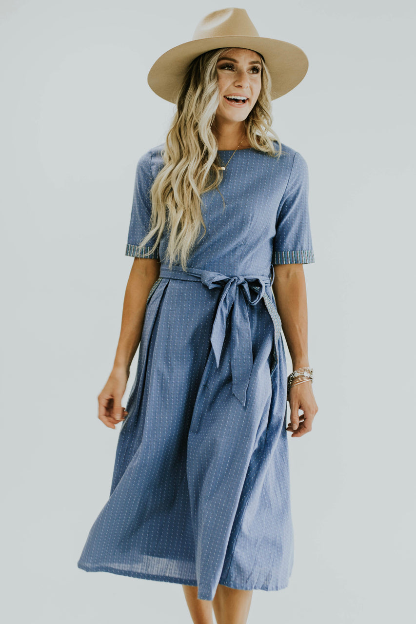 Short sleeve tie waist dress with pockets for women.