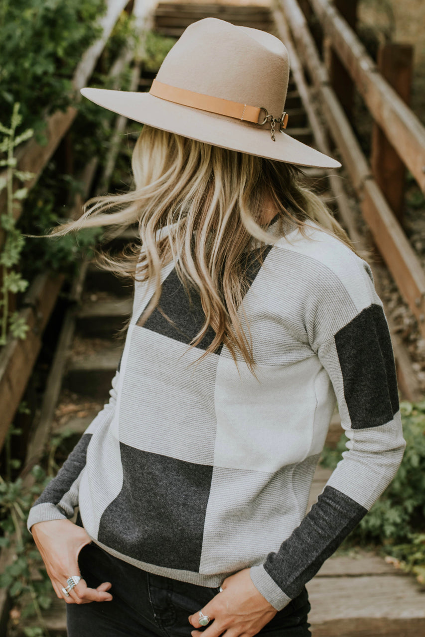 Daphne Colorblock Sweater in Charcoal | ROOLEE