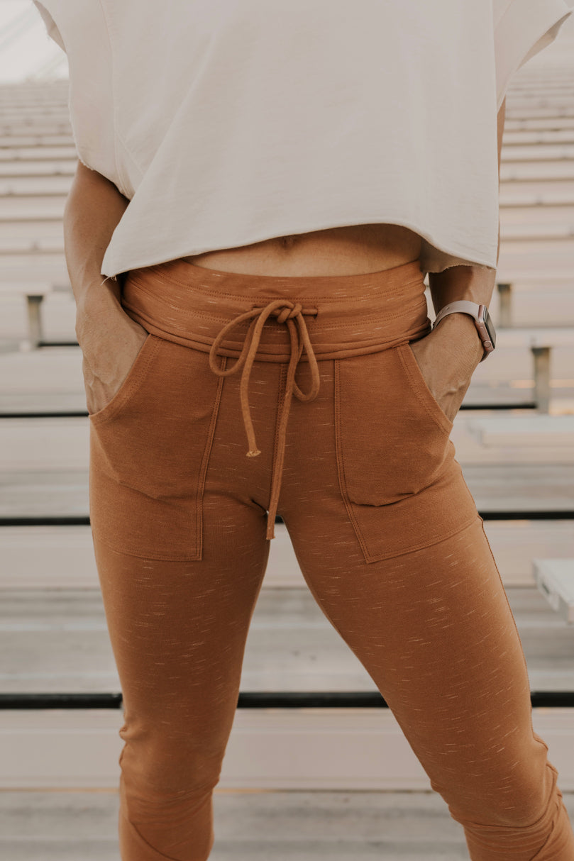 Women's Fall Athleisure Outfit Inspiration | ROOLEE