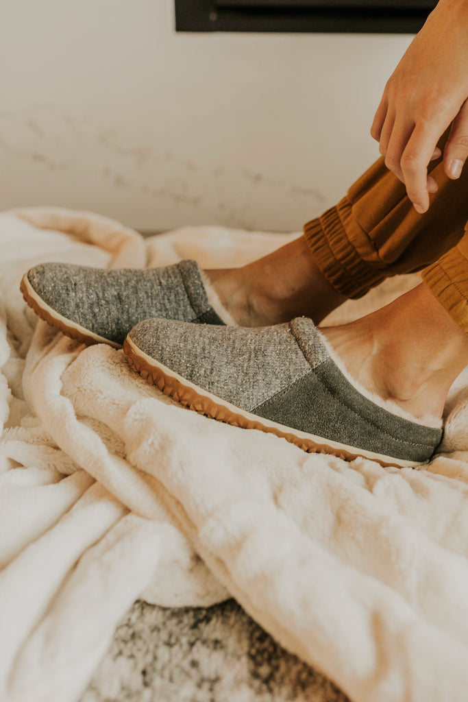 Cozy Grey Winter Sherpa Slippers | ROOLEE