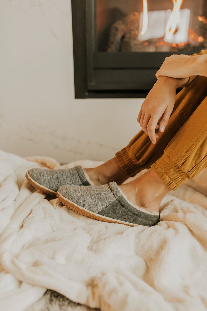 Warm and Grey Winter Clog Slippers | ROOLEE