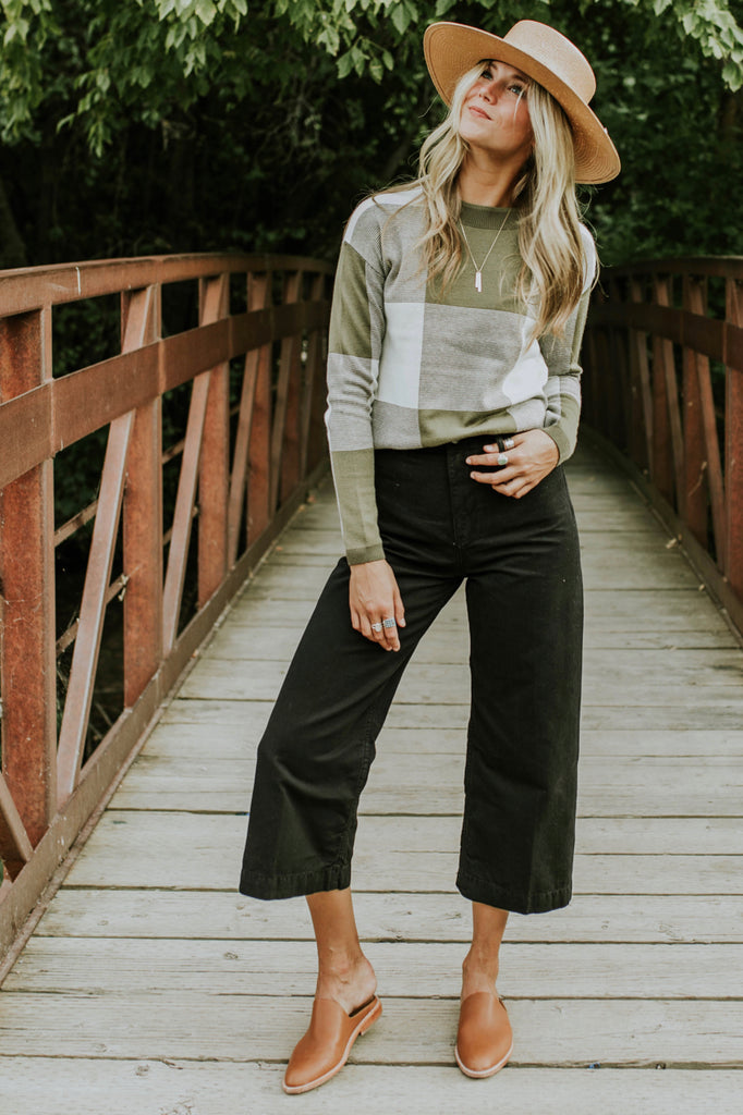 Black Flare Pants Outfit | ROOLEE