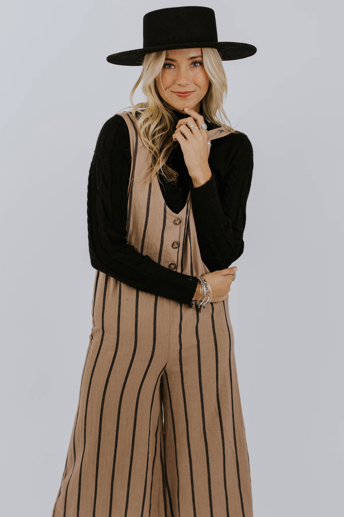 Stripe Jumpsuit Outfit Ideas For Women | ROOLEE