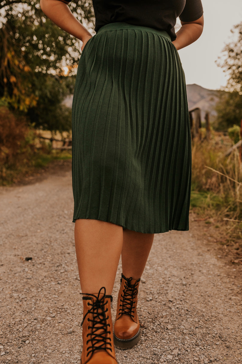 Pleated Knit Knee Length Skirt for Fall | ROOLEE