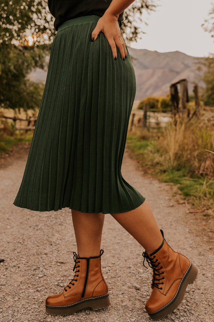 How to Wear a Skirt for Fall | ROOLEE