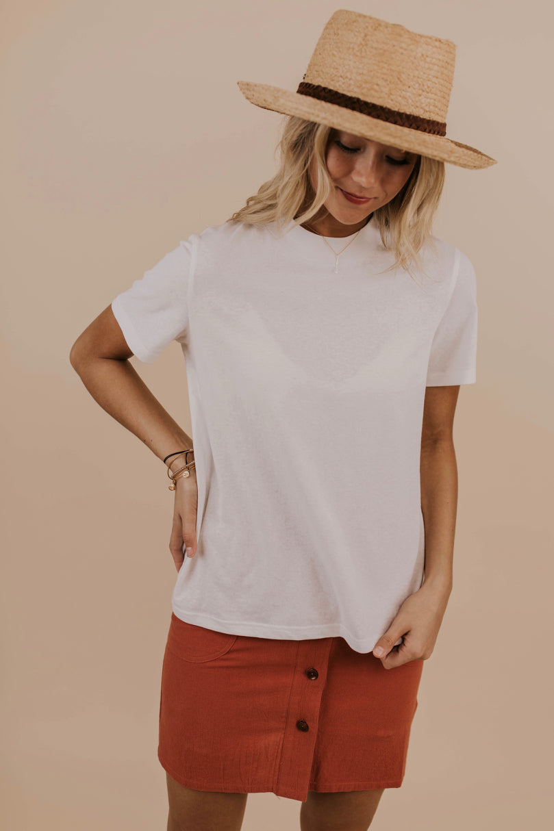 Simple White Tee Outfit | ROOLEE