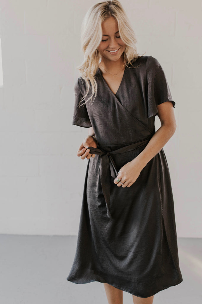 Short Sleeve Wrap Dress Outfit For Women | ROOLEE
