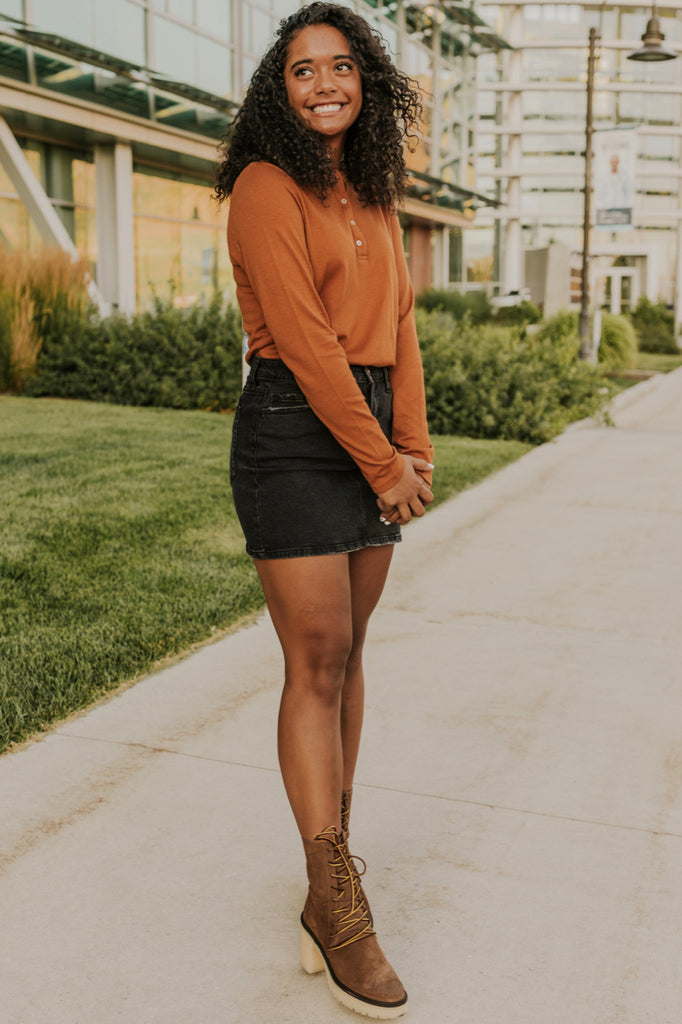 Orange Blouse Outfit | ROOLEE