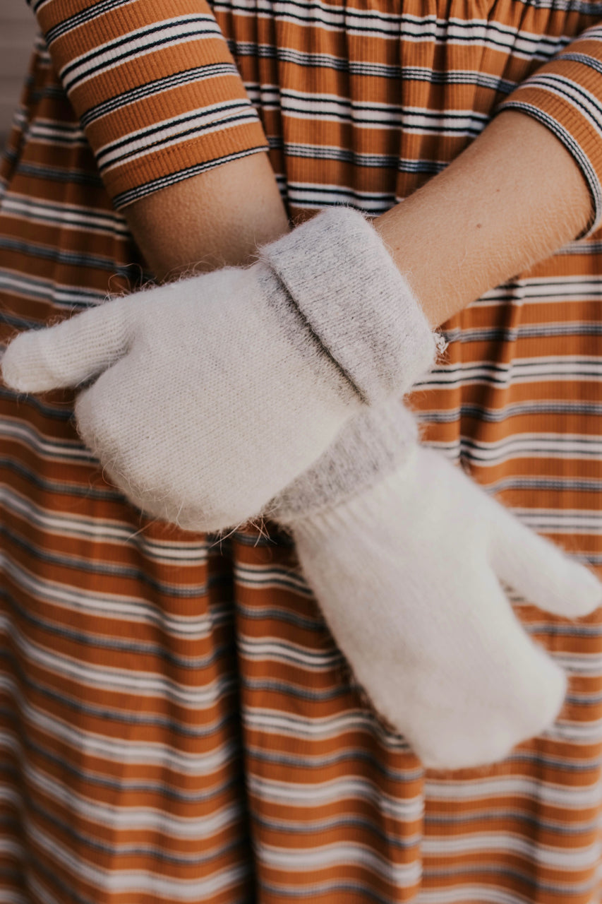 Cute Two-Toned Mittens for Winter | ROOLEE