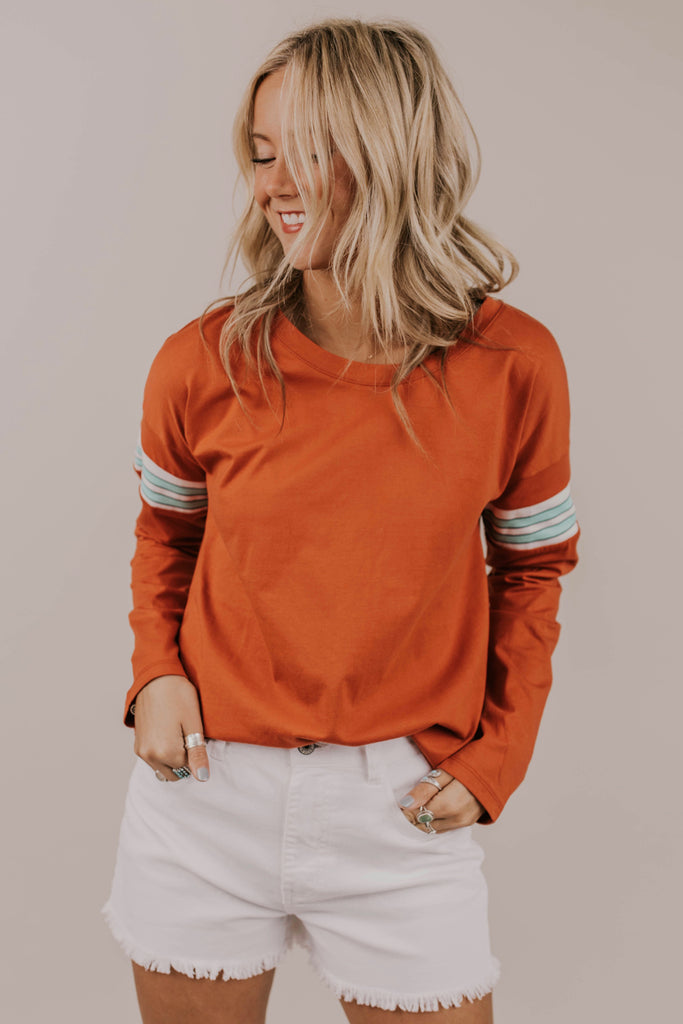 Orange Detail Pullover Outfit Ideas | ROOLEE