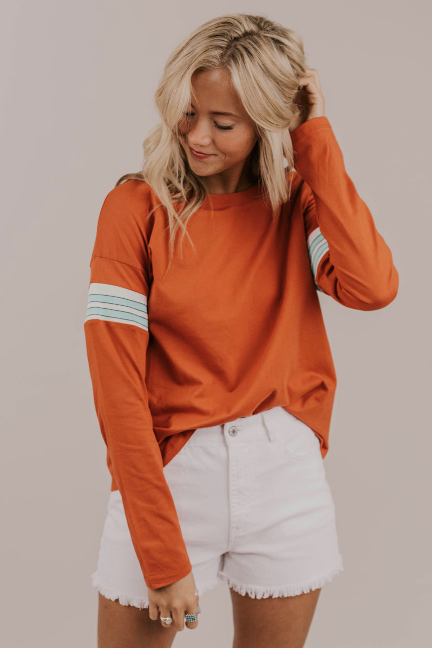 Burnt Orange Long Sleeve Tee Outfit Ideas | ROOLEE