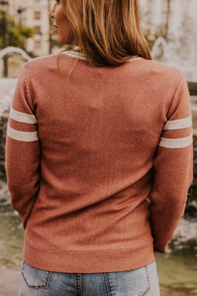 What to Wear When Traveling with Sweaters | ROOLEE