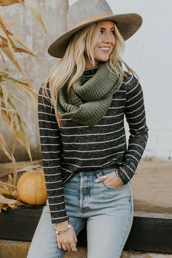 Thin Stripe Pullover Outfit | ROOLEE