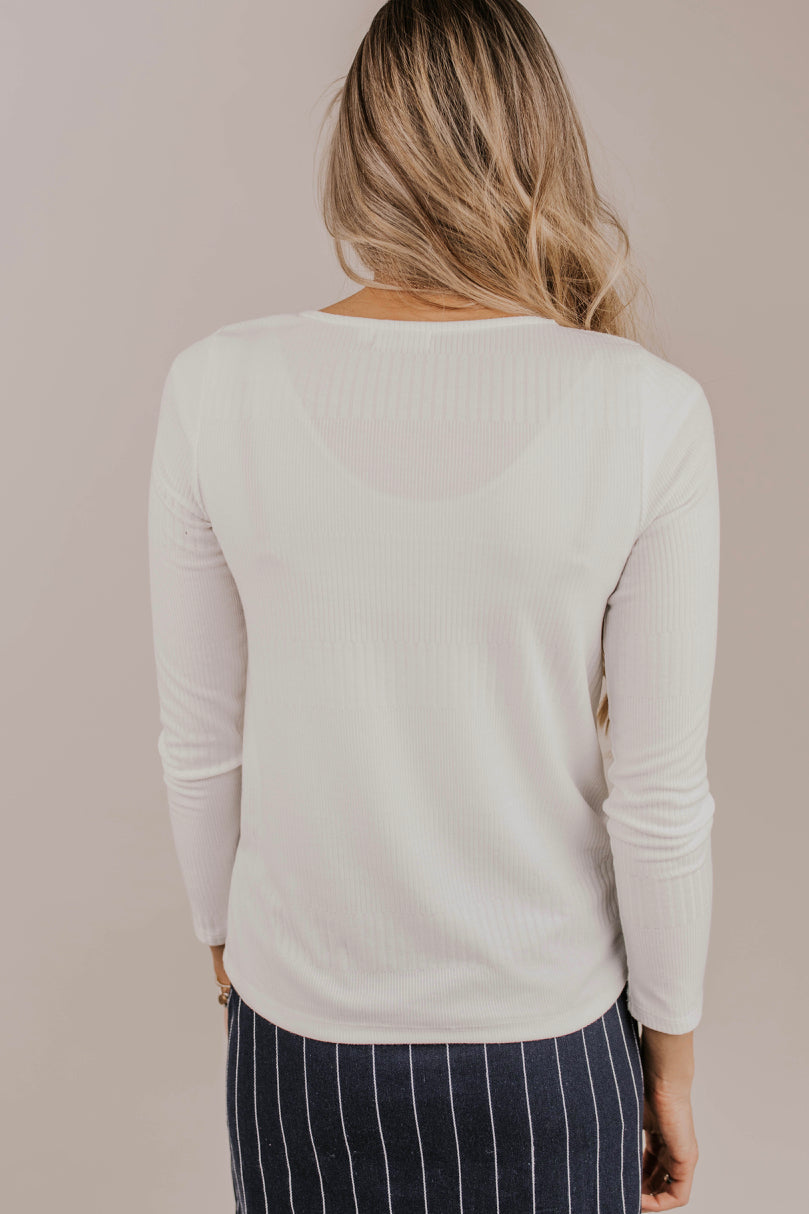 Light Fabric Long Sleeve Tee Outfit Ideas | ROOLEE