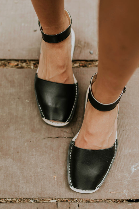 Ankle Strap Pons in Black | ROOLEE