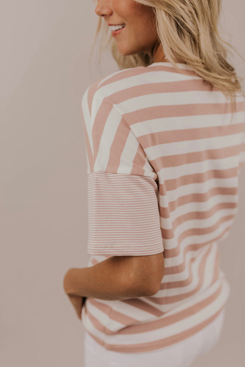 Short Sleeve Contrast Stripe Top Outfit Ideas | ROOLEE