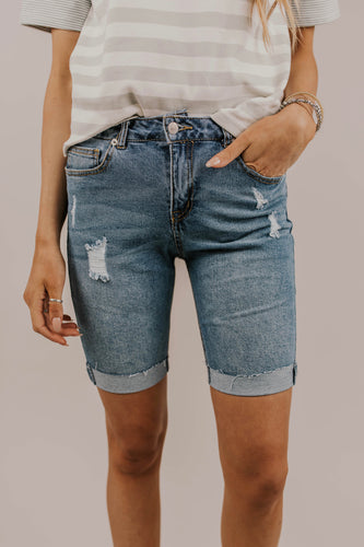 Distressed Bermuda Short Outfit Ideas | ROOLEE