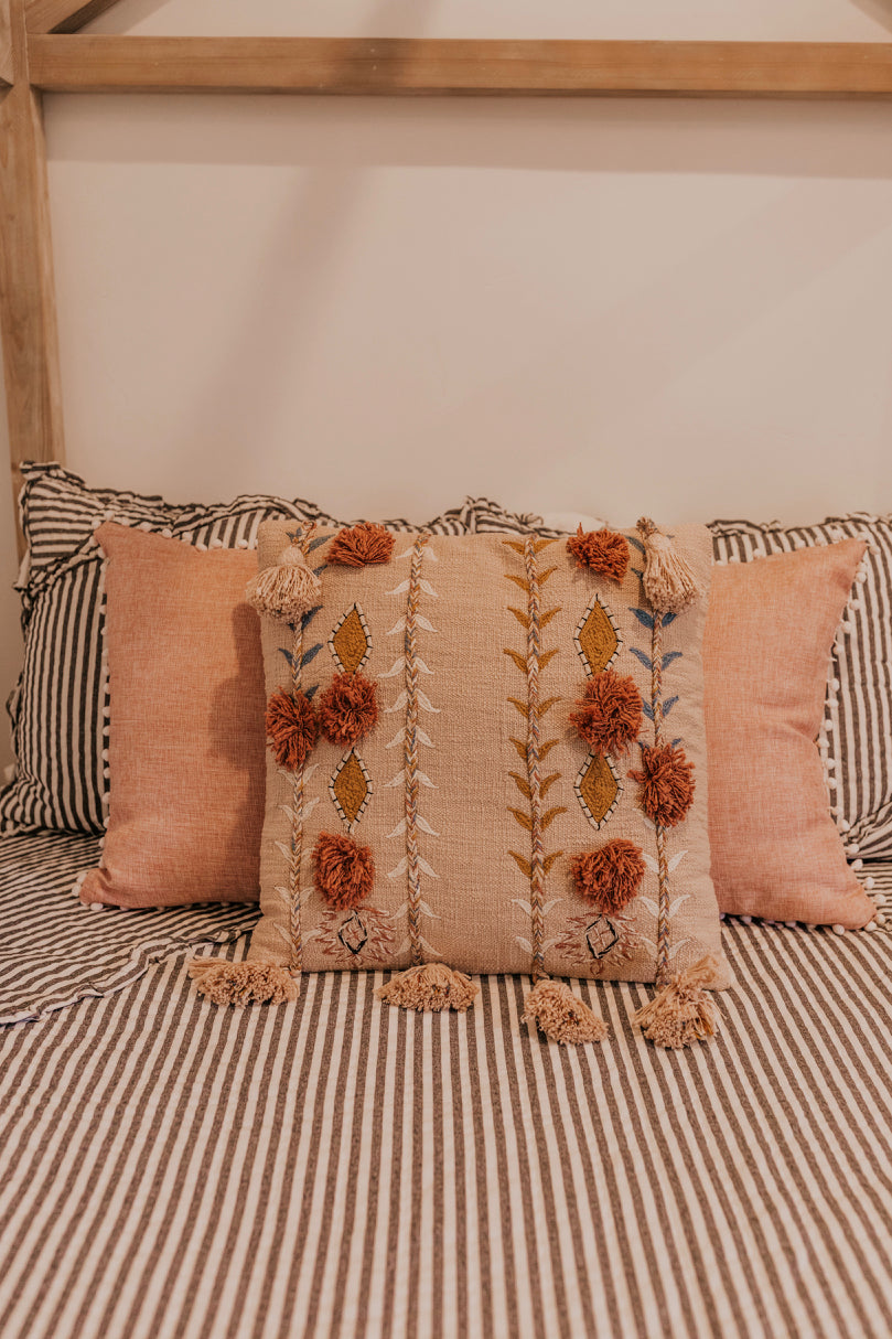 Unique Detail Pillow | ROOLEE
