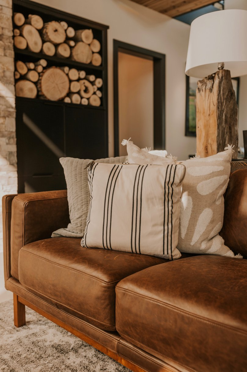 Modern Home Pillow Decor | ROOLEE