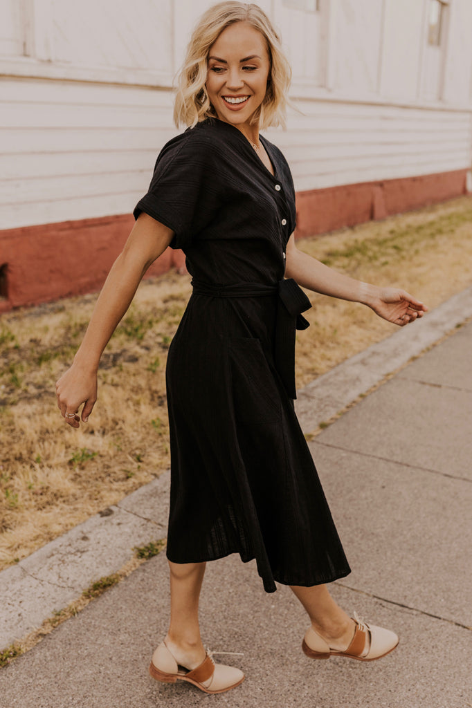 Nursing Friendly Dresses for Fall | ROOLEE